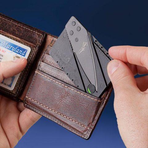 Nož u obliku i veličini kreditne kartice